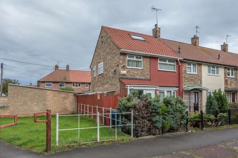 3 Bedrooms Semi Detached House for sale in Dartmouth Walk, Hull, East Yorkshire, HU4