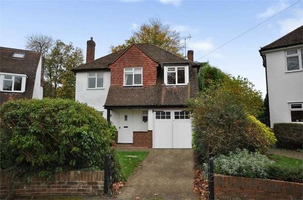 3 Bedrooms Detached House for sale in The Lorne, Bookham, Leatherhead, Surrey