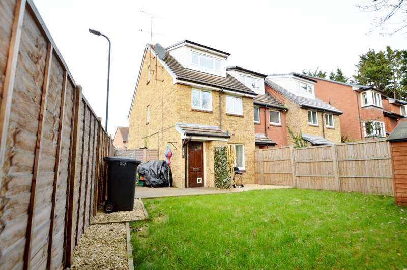 2 Bedrooms Maisonette Flat for sale in Mead Avenue, Langley, SL3