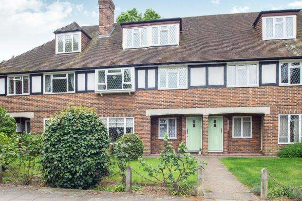2 Bedrooms Maisonette Flat for sale in Station Approach, Hinchley Wood, Esher