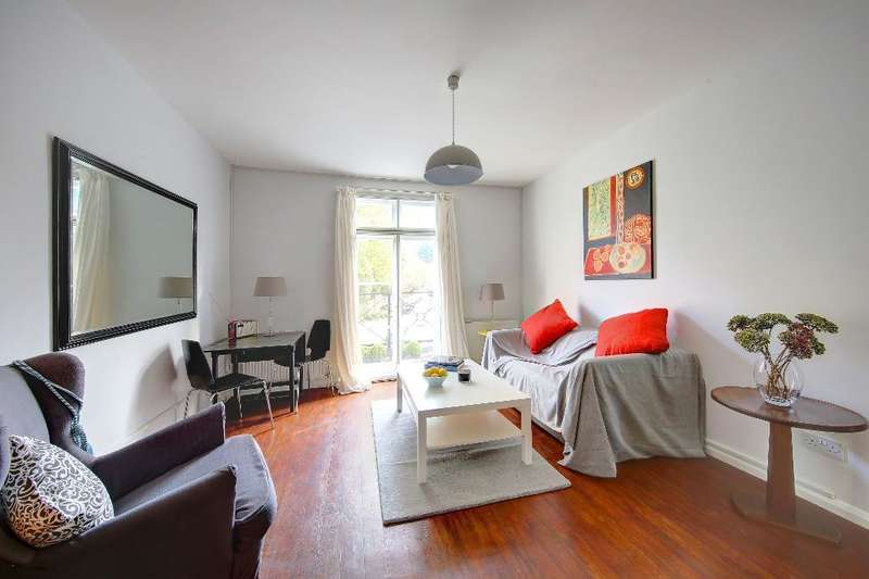 2 Bedrooms Flat for sale in Kingston Hill, Kingston upon Thames, KT2 7PS
