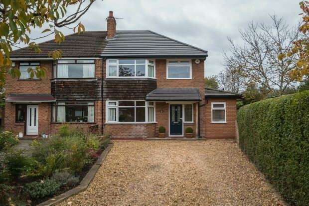 3 Bedrooms Semi Detached House for sale in Heyes Avenue, Timperley