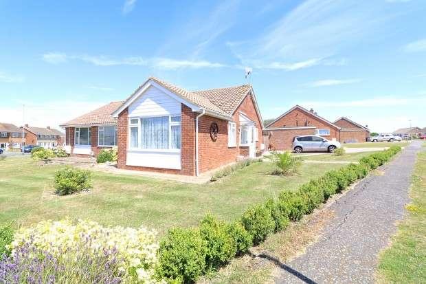 3 Bedrooms Bungalow for sale in Hamlands Lane, Eastbourne, BN22