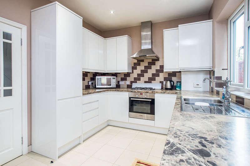3 Bedrooms Property for sale in Kingston Road, New Malden, KT3