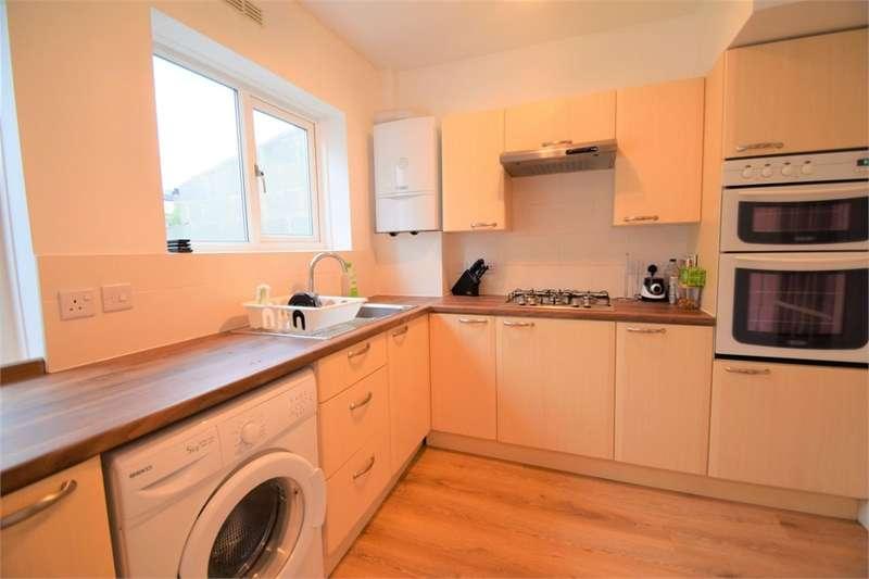3 Bedrooms Terraced House for sale in Zermatt Road, Thornton Heath, Surrey