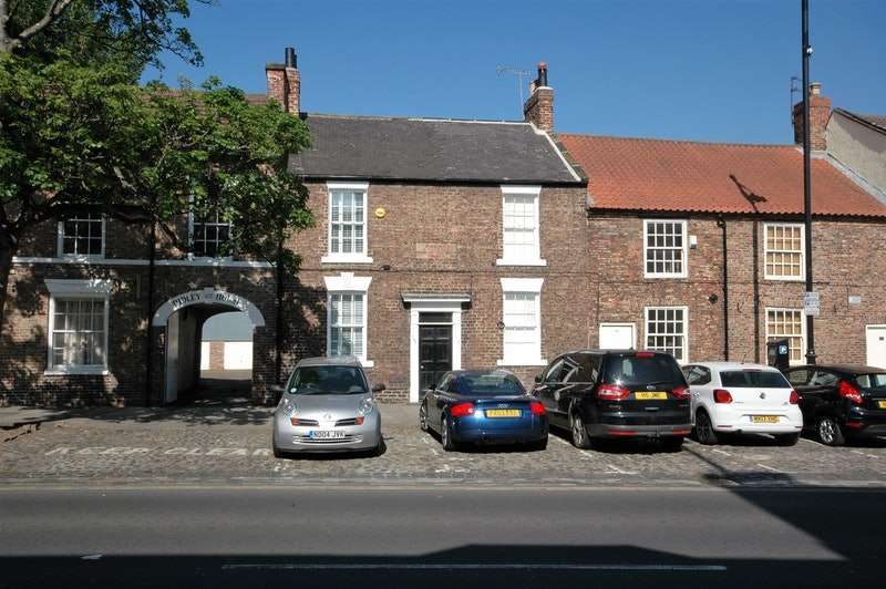 2 Bedrooms Terraced House for sale in High Street, Yarm, North Yorkshire, TS15