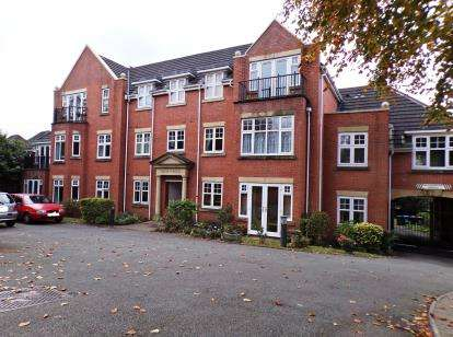 2 Bedrooms Flat for sale in Lichfield Road, Sutton Coldfield, West Midlands