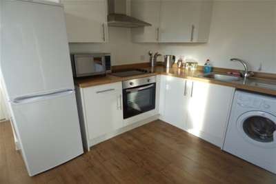 3 Bedrooms Flat for rent in Mere Bank, L17 1AE