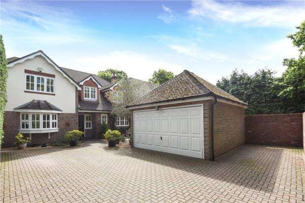 4 Bedrooms Detached House for sale in Finchampstead Road, Finchampstead, Wokingham
