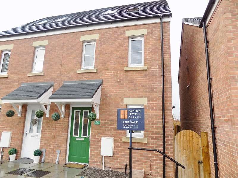 3 Bedrooms Semi Detached House for sale in Cilgant Y Lein , Pyle, Bridgend. CF33 4AQ