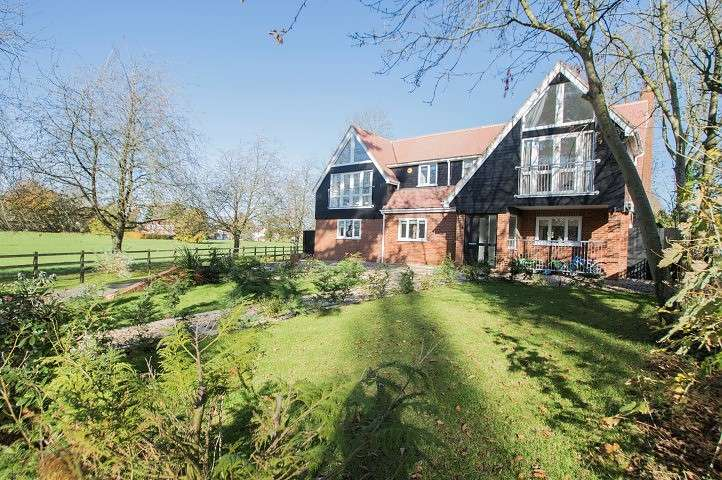 4 Bedrooms Detached House for sale in Oakley Court, Wallingford, OX10