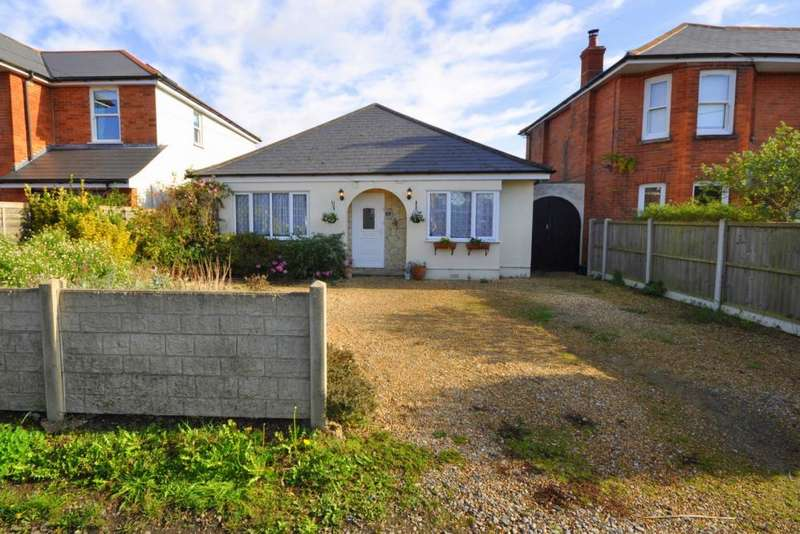3 Bedrooms Detached Bungalow for sale in Parsonage Barn Lane, Ringwood, BH24 1PT