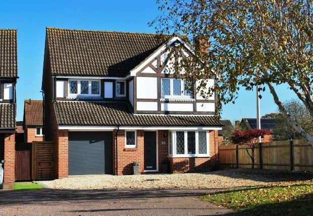 4 Bedrooms Detached House for sale in Kernham Drive, Tilehurst, Reading,