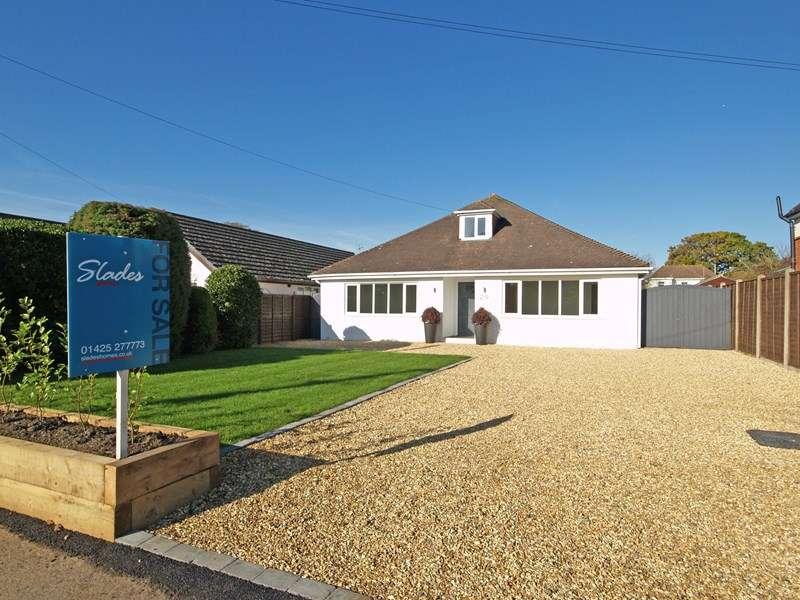 4 Bedrooms Bungalow for sale in Avenue Road, Chewton Farm Estate, Highcliffe