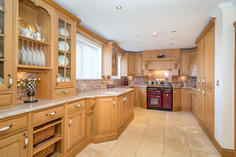 4 Bedrooms Detached House for sale in Doncaster Road, Whitley, DN14
