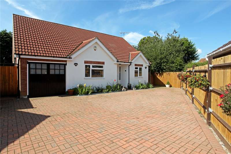 4 Bedrooms Detached Bungalow for sale in May Close, Godalming, Surrey, GU7