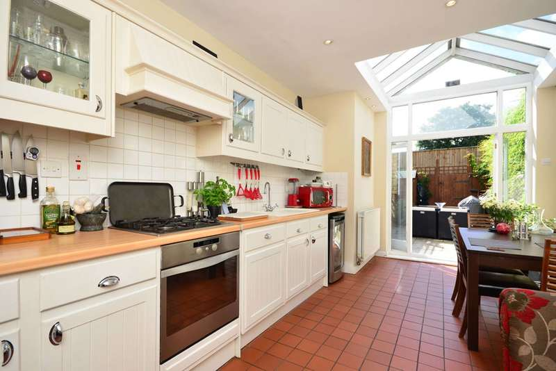 2 Bedrooms Flat for sale in Lower Richmond Road, North Sheen, TW9