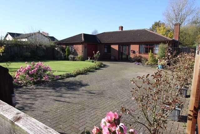 3 Bedrooms Detached Bungalow for sale in Acers, School Corner, Halesworth, Cratfield