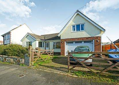 4 Bedrooms Bungalow for sale in Brixham, Devon