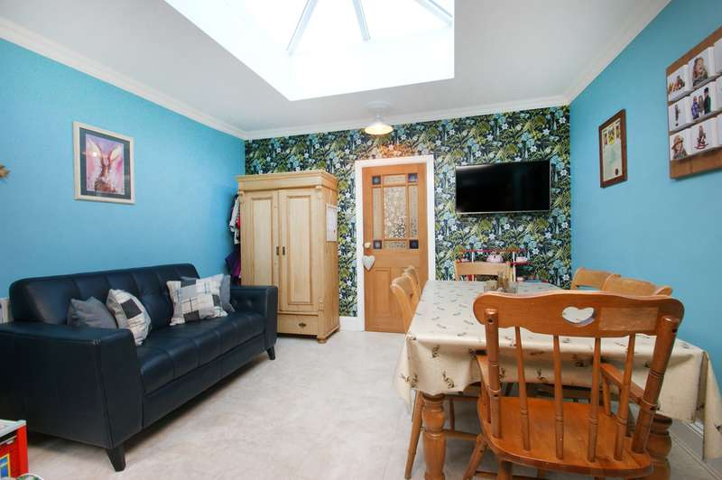 2 Bedrooms Terraced House for sale in Howe Street, York, YO24