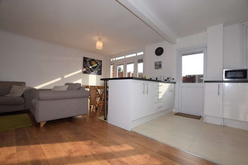 3 Bedrooms Terraced House for sale in Kenneth Road, Basildon, Essex, SS13