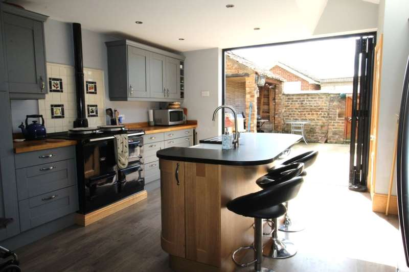 3 Bedrooms Terraced House for sale in The Village, Strensall, York, YO32