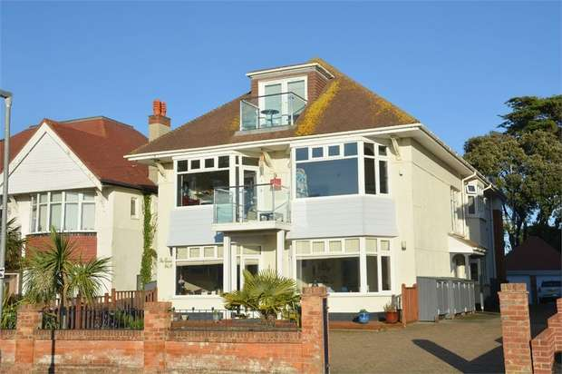 3 Bedrooms Flat for sale in 19 Woodland Avenue, BOURNEMOUTH