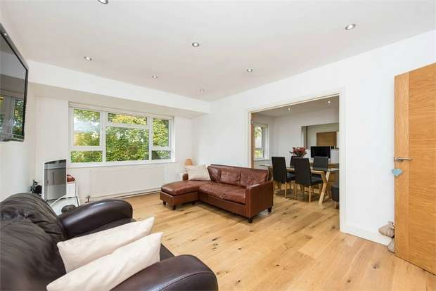 2 Bedrooms Flat for sale in Russell Court, Oak Hill Crescent, SURBITON, Surrey