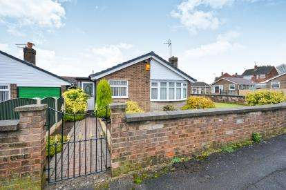 2 Bedrooms Bungalow for sale in Courtfield Road, Sutton In Ashfield, Nottinghamshire, Notts