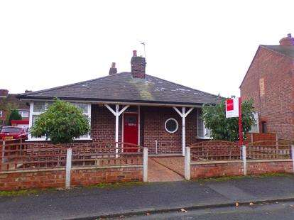 3 Bedrooms Detached House for sale in Brook Grove, Irlam, Manchester, Greater Manchester