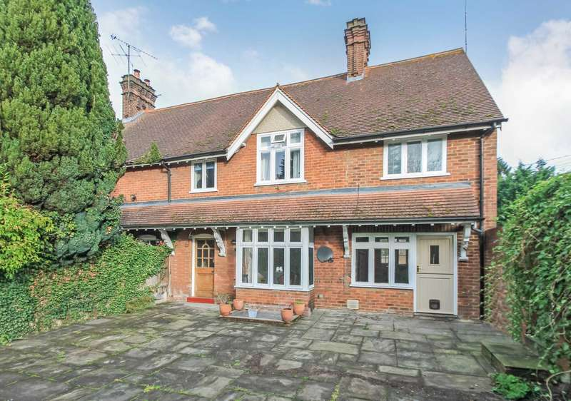 5 Bedrooms Semi Detached House for sale in Brook Street, Tring