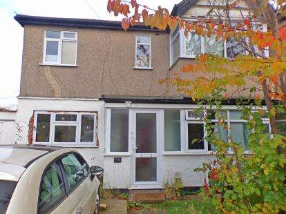 2 Bedrooms Maisonette Flat for sale in Lulworth Gardens, Harrow, Middlesex