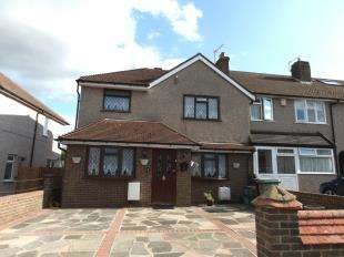 3 Bedrooms Semi Detached House for sale in Heneage Crescent, New Addington, Croydon, Surrey