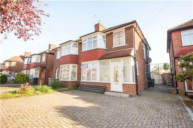 3 Bedrooms Semi Detached House for sale in Holyrood Gardens, Edgware, Middx, HA8 5LS