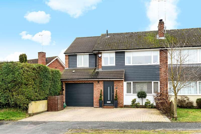 4 Bedrooms Semi Detached House for sale in Ives Close, Yateley, GU46