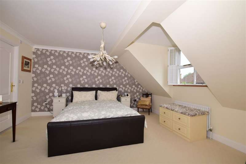 5 Bedrooms Detached House for sale in Townsend Square, Kings Hill, West Malling, Kent