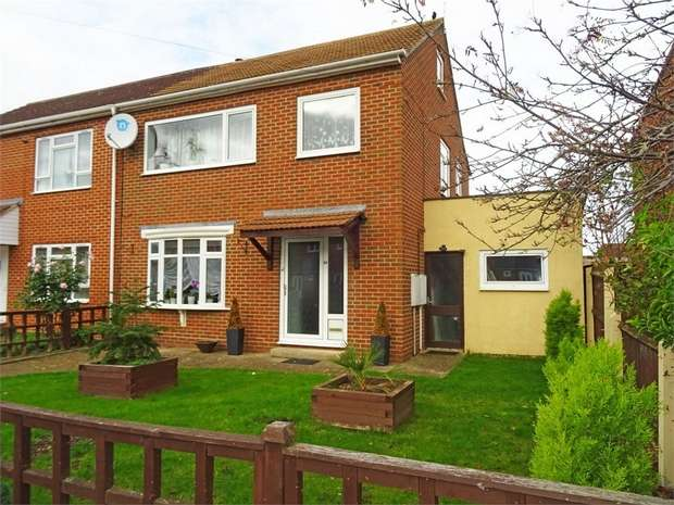 3 Bedrooms Semi Detached House for sale in Fairway, Tewkesbury, Gloucestershire