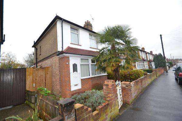 3 Bedrooms Semi Detached House for sale in Shaftesbury Ave, Bedfont