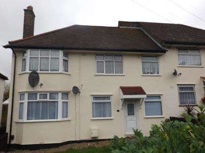 2 Bedrooms Maisonette Flat for sale in Woodford, Green, Essex