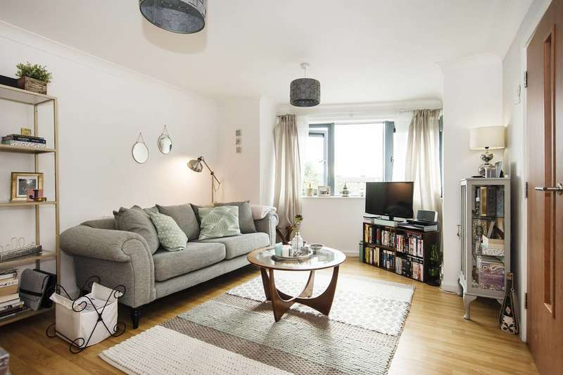 1 Bedroom Flat for sale in Rendlesham Road, Clapton, E5