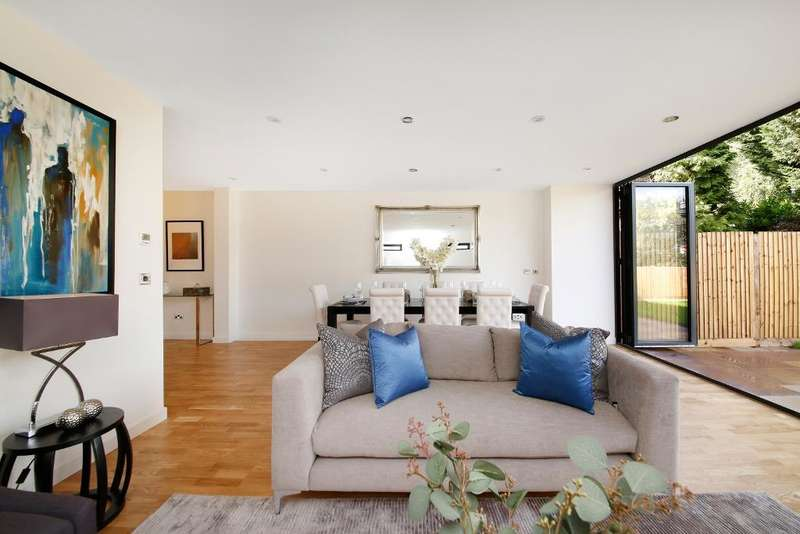 4 Bedrooms House for sale in HighView Close, Upper Norwood, London, SE19 2DS