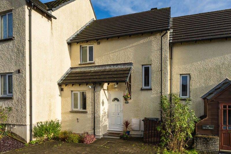 2 Bedrooms Terraced House for sale in 64 Acre Moss Lane, Kendal, Cumbria, LA9 5QE