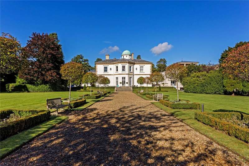 3 Bedrooms Flat for sale in Thirlestaine Hall, Thirlestaine Place, Cheltenham, Gloucestershire, GL53