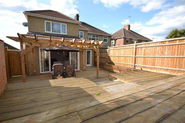 4 Bedrooms Semi Detached House for sale in Gainsford Road, Southampton