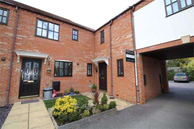 2 Bedrooms Terraced House for sale in Clare Croft, Middleton