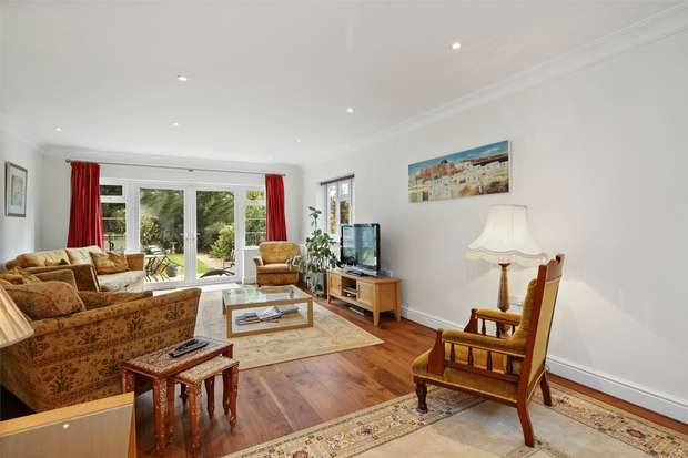 4 Bedrooms Detached House for sale in Corringway, Ealing