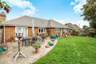 3 Bedrooms Bungalow for sale in Woodstock Gardens, Aldwick, Bognor Regis, West Sussex