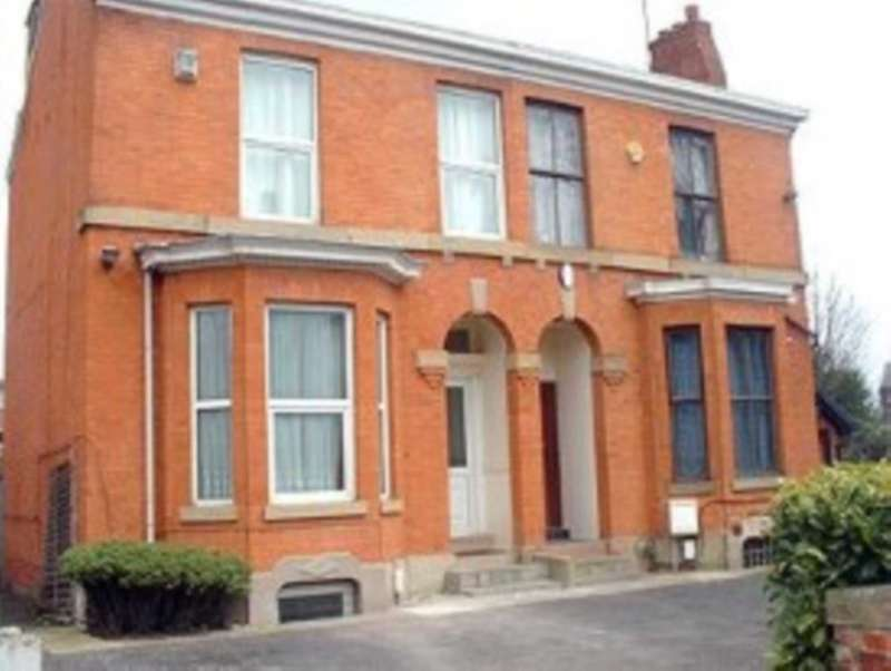 6 Bedrooms Semi Detached House for rent in Tatton Grove, Fallowfield