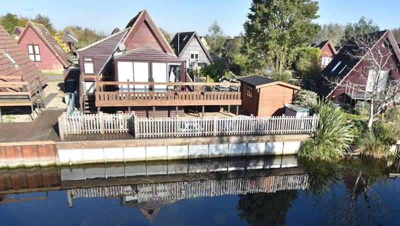 2 Bedrooms Lodge Character Property for sale in Woodpecker, Isleham Marina, Ely
