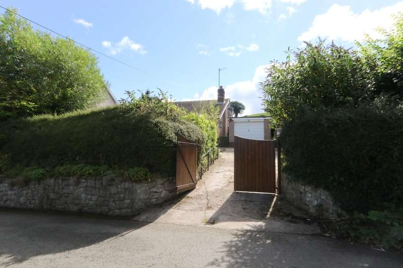 2 Bedrooms Bungalow for sale in Old Conway road, Mochdre, Clwyd, LL28
